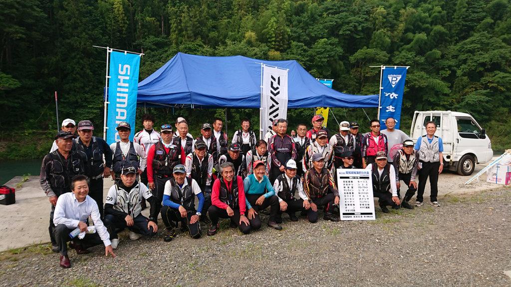 高知県釣具商組合の第23回鮎釣り大会参加者