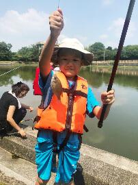 アサヒレジャーの親子ウキ釣り体験教室釣り風景