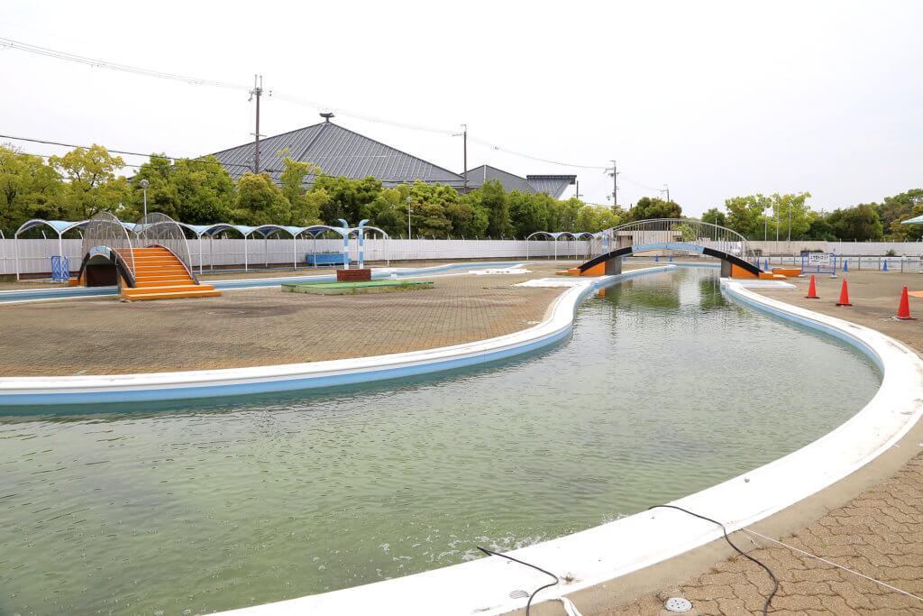 岸和田中央公園にある岸和田フィッシングパークのプール