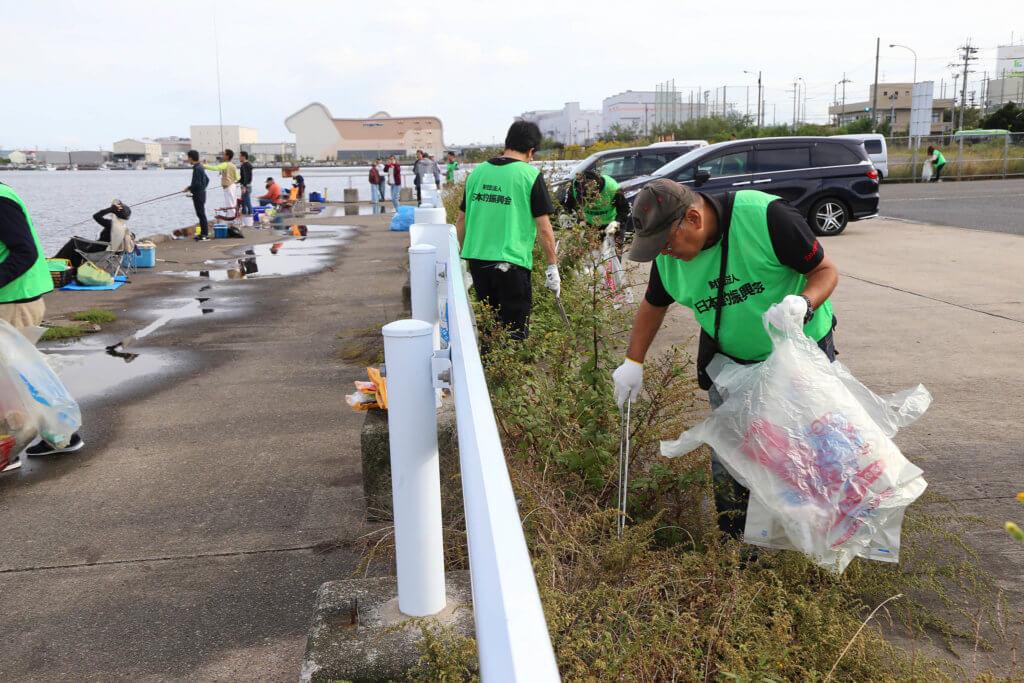 「水辺感謝の日」清掃の様子