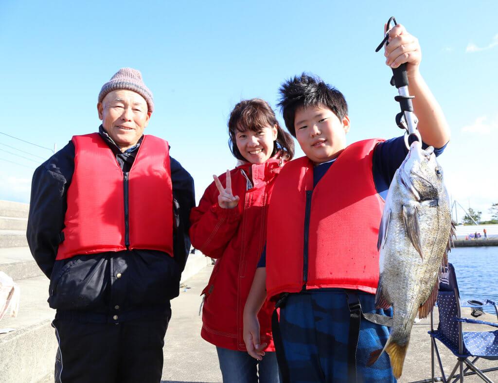泉大津フェニックス海釣り体験の様子