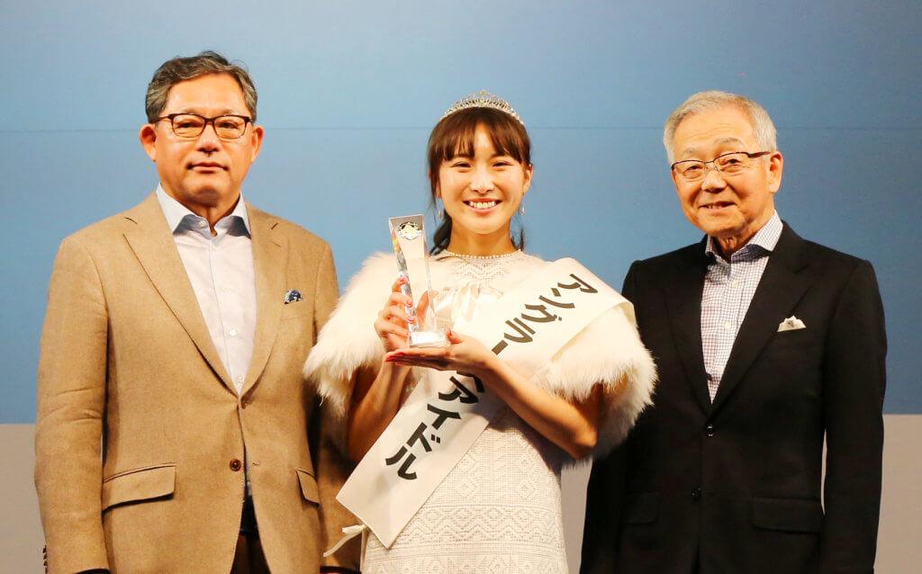 2019年の授賞式の様子。10代目アングラーズアイドルの松尾智佳子さん