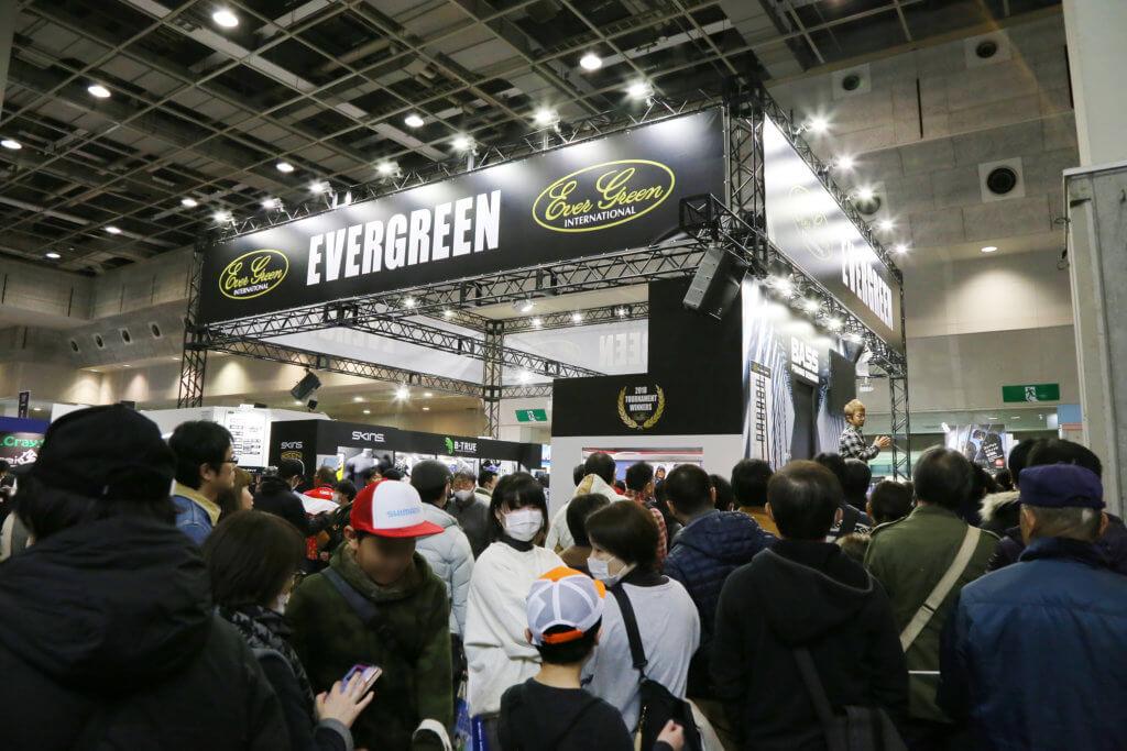 各メーカーブースでは最新の釣具展示をはじめ、セミナーなどのイベントが行われる (写真は2019年撮影分)