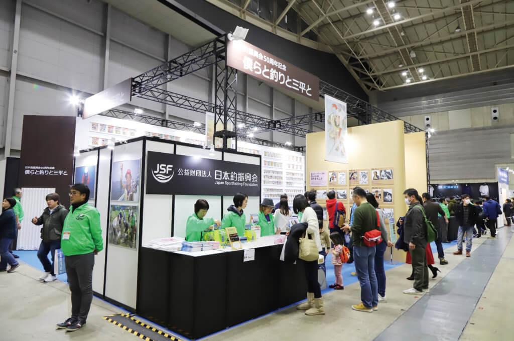 「釣りフェスティバル」の日本釣振興会ブース(釣りキチ三平コレクション展) の様子