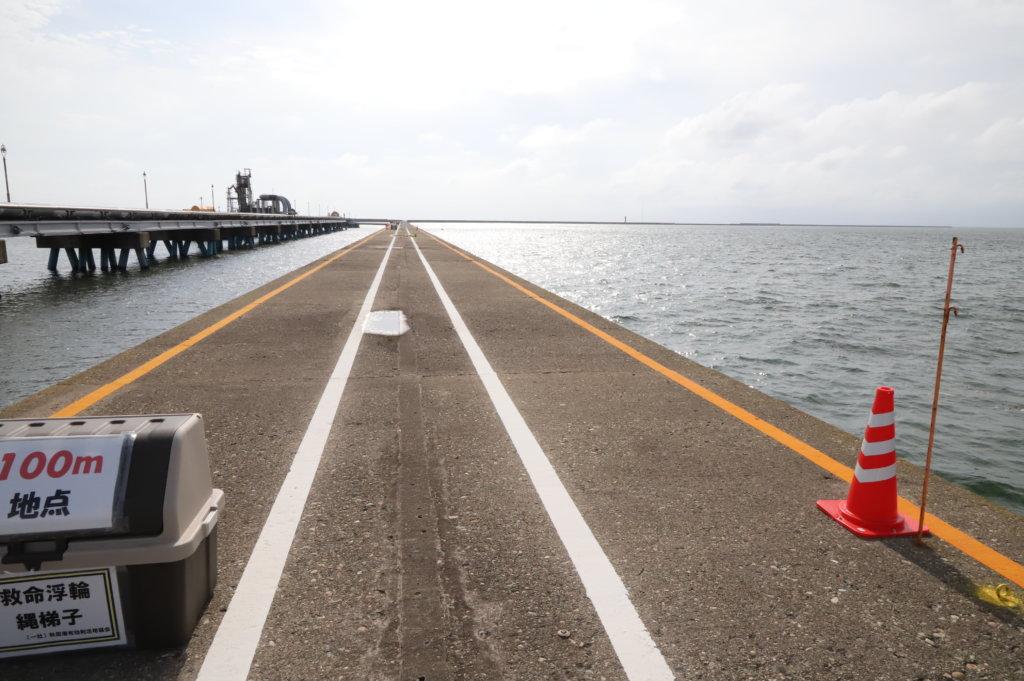 秋田港北防波堤の様子。釣り文化振興モデル港に指定されている