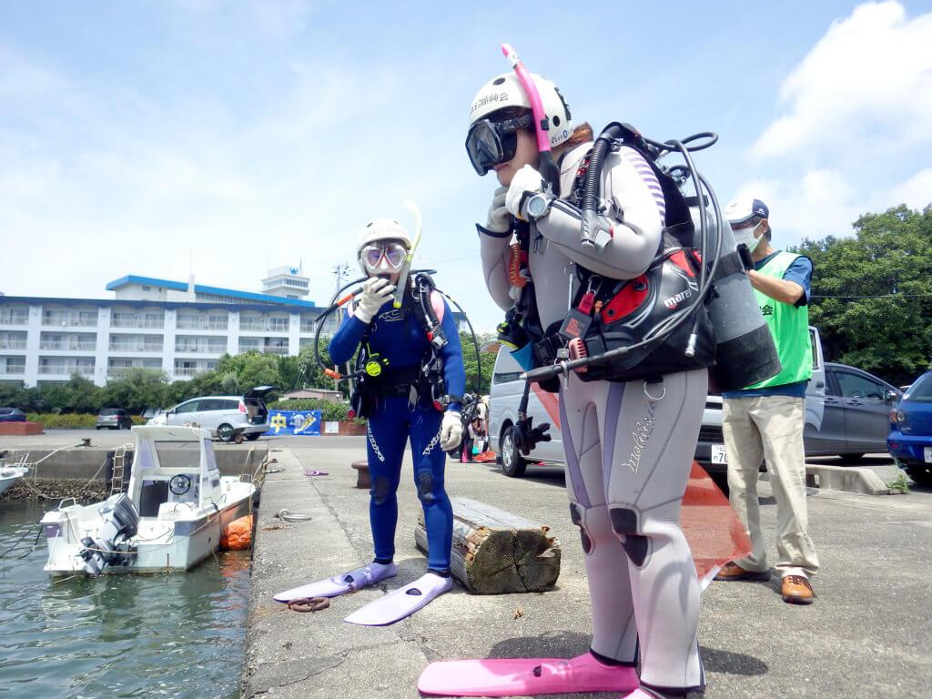 今回の清掃活動では、内之浦湾14名、動鳴気漁港25名のダイバーが水中清掃を行った