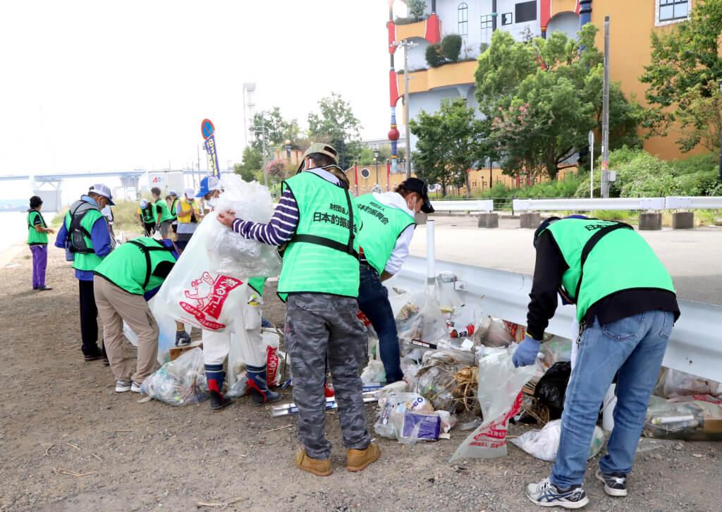 連休明けのの影響か、常吉大橋周にはゴミが多かった