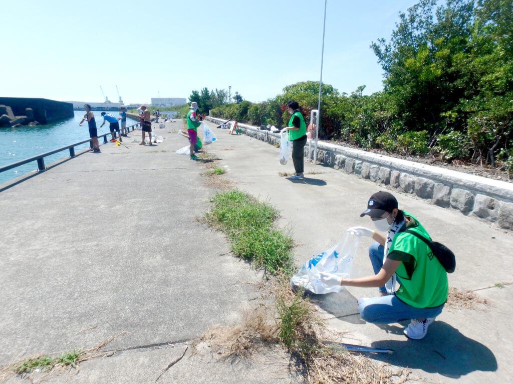 静岡県焼津市「ふぃしゅーな」で行われた陸上清掃の様子