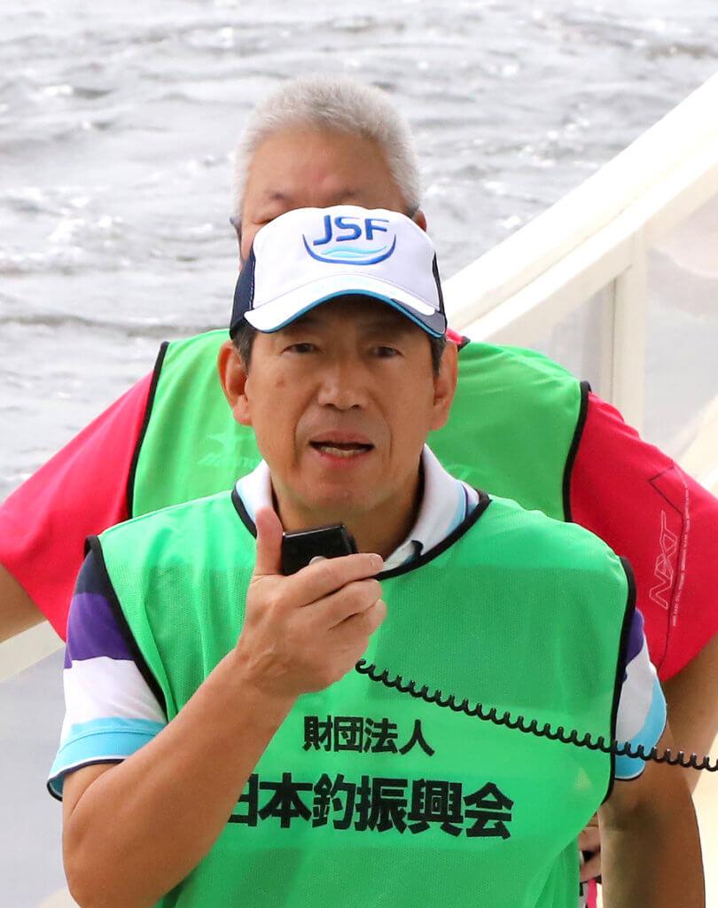 挨拶する(公財)日本釣振興会大阪府支部の橋本支部長