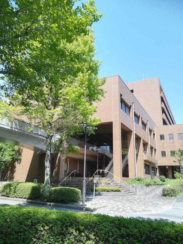 海野教授が勤務する広島大学の生物生産学部の校舎