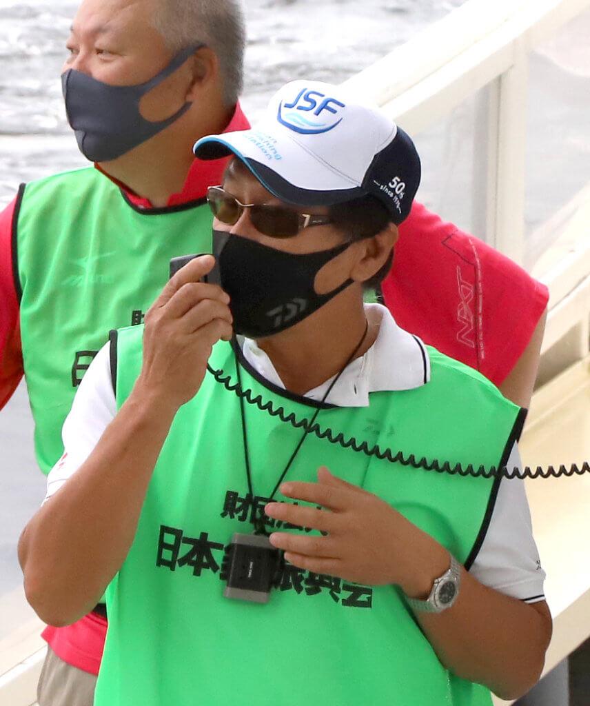 挨拶する大阪府釣り団体協議会の倉田会長