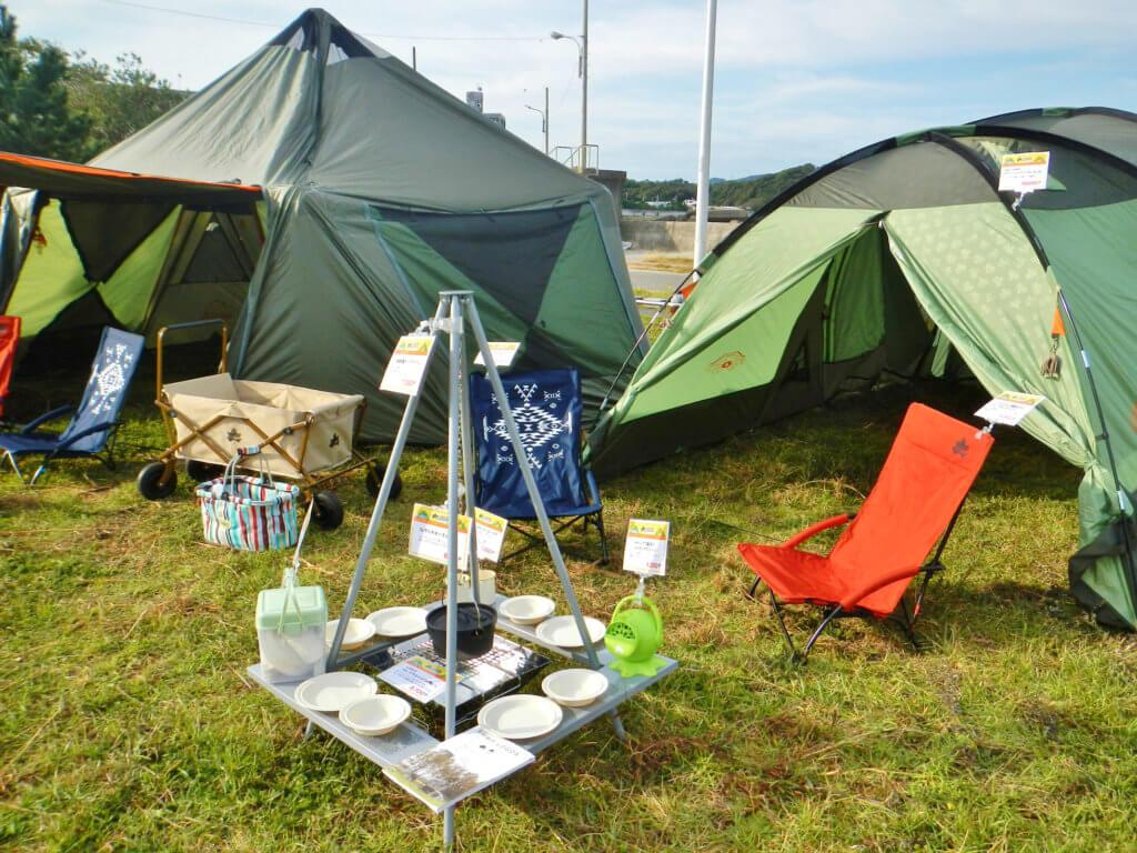 アウトドアメーカー「ロゴス」の大型テントやキャンプ用品の展示も行われた
