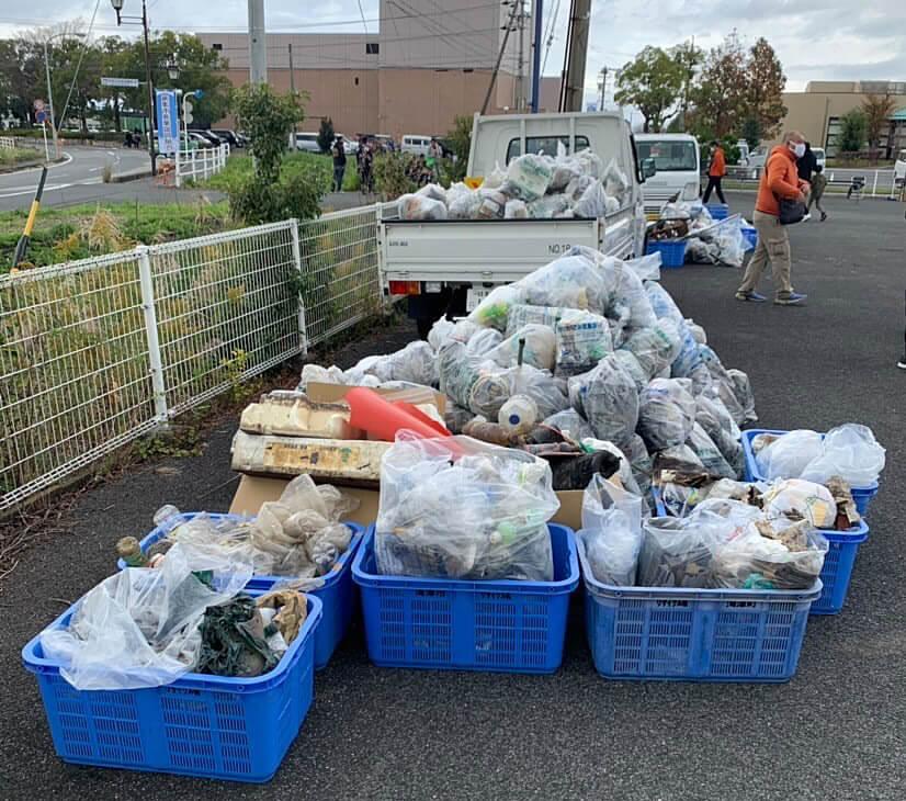 大江川と中江川で回収されたゴミ。たくさんのゴミが回収された