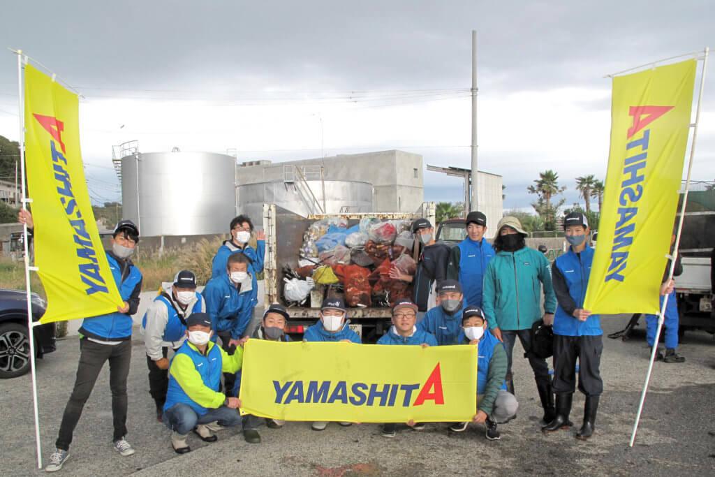 回収されたゴミと清掃に参加した「ヤマリア」の社員