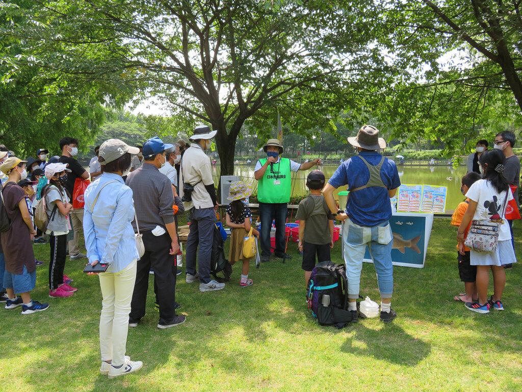 はじめての子供釣り教室で行われた環境学習の様子