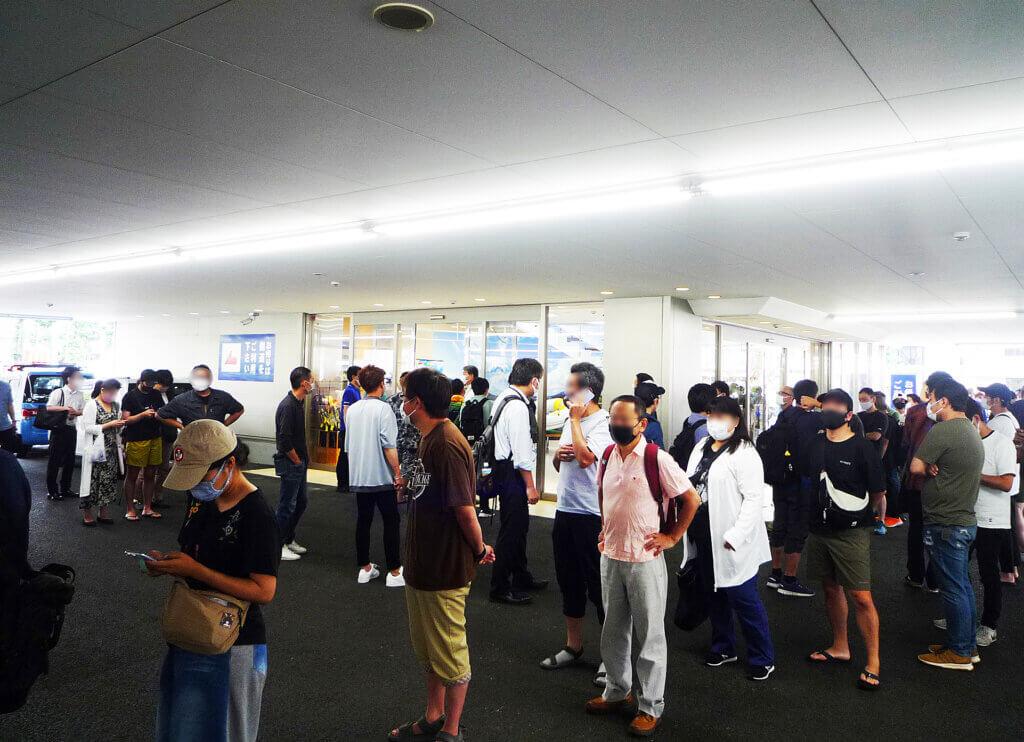 上州屋練馬光が丘店のオープンを待つ行列