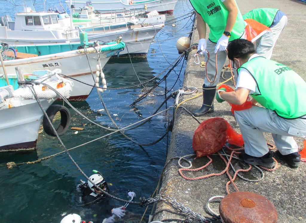 日釣振和歌山水中清掃の串本ごみ引き揚げる様子