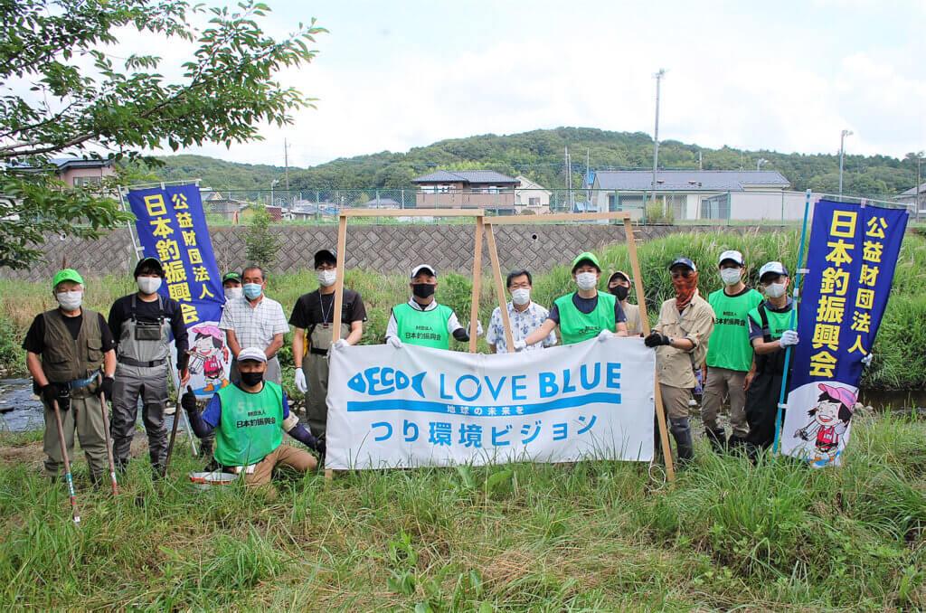 霞川で産卵床設置を行ったメンバー
