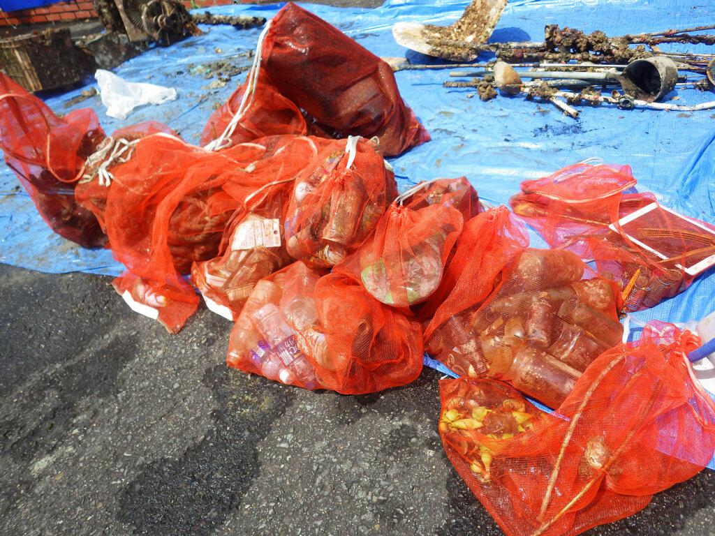 日釣振和歌山水中清掃の内之浦湾で回収したごみ