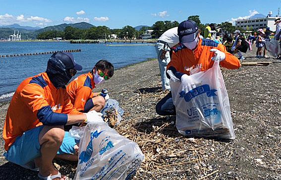 三保内浜クリーンアップ作戦、清掃の様子